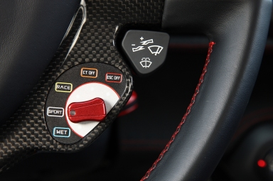 2014-Ferrari-458-Speciale-gear-switches