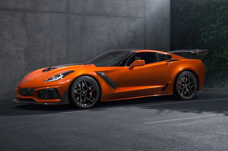 2019-chevrolet-corvette-ZR1-front-three-quarter-sebring-orange